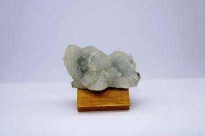 Apophyllite sur quartz f23 1