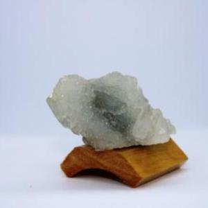 Apophyllite sur quartz f23 2