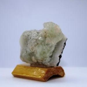 Apophyllite sur quartz f40 3