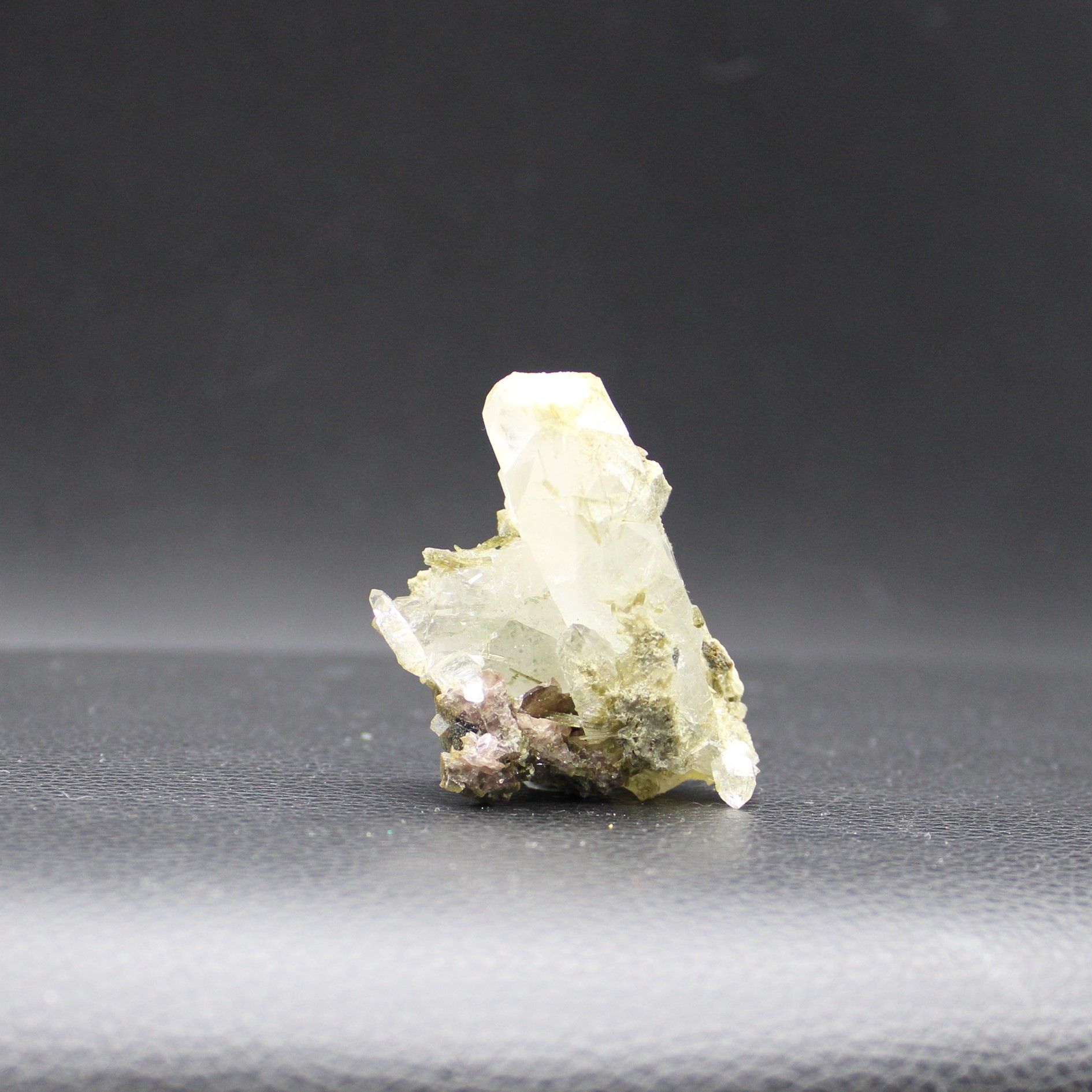 Axinite 32