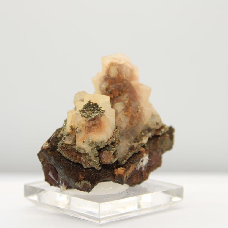 Calcite uv pyrite h84 1