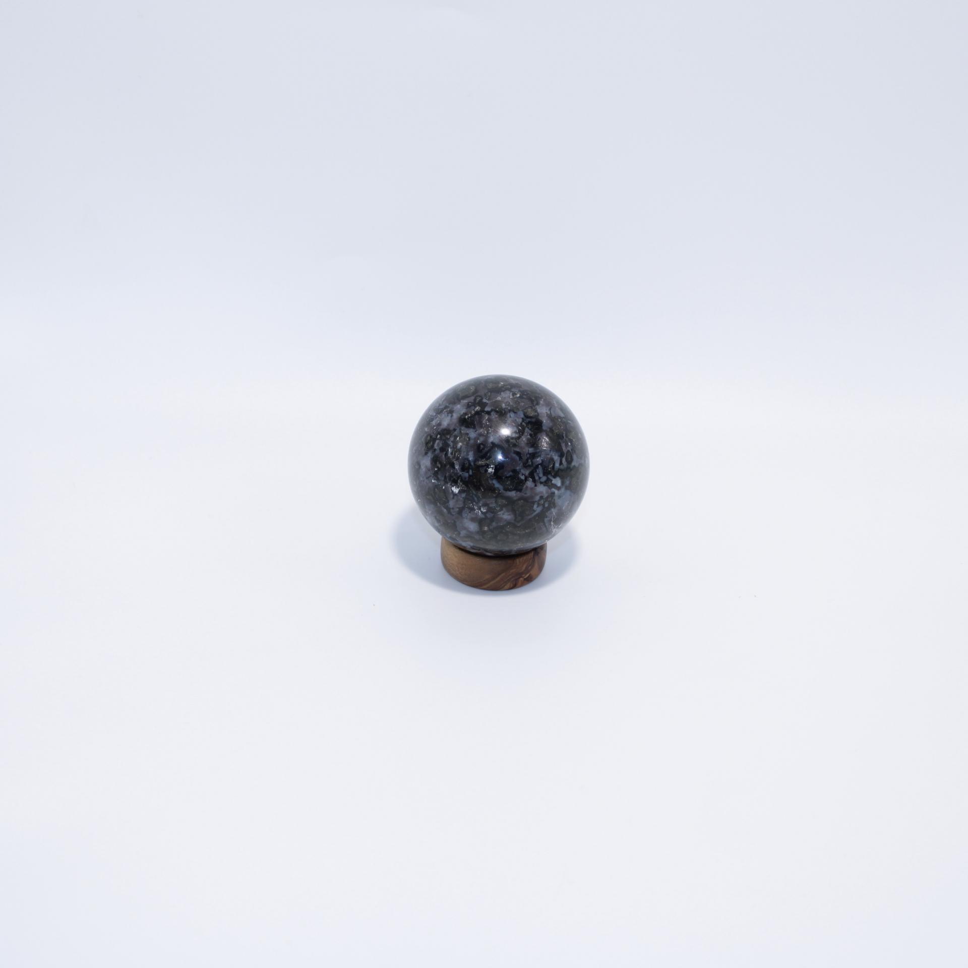 J08 sphere gabbro 2 1