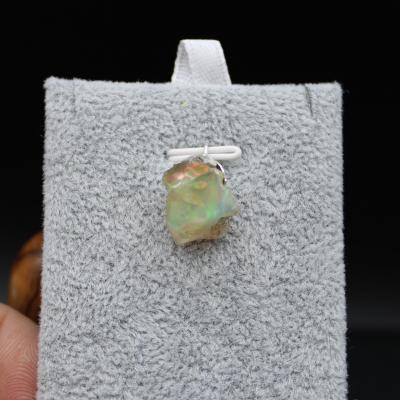 Pendentif pierre opale 82