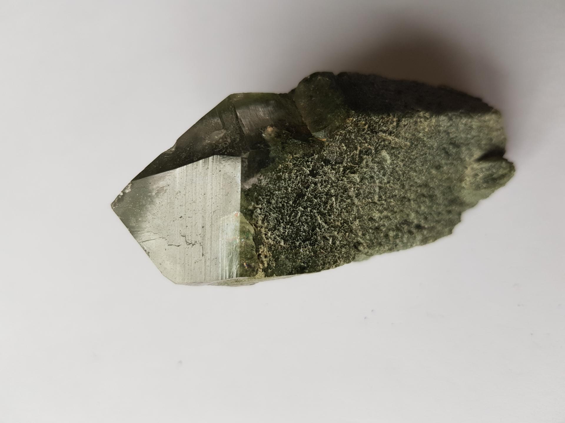 Pointe de cristal de roche chlorite