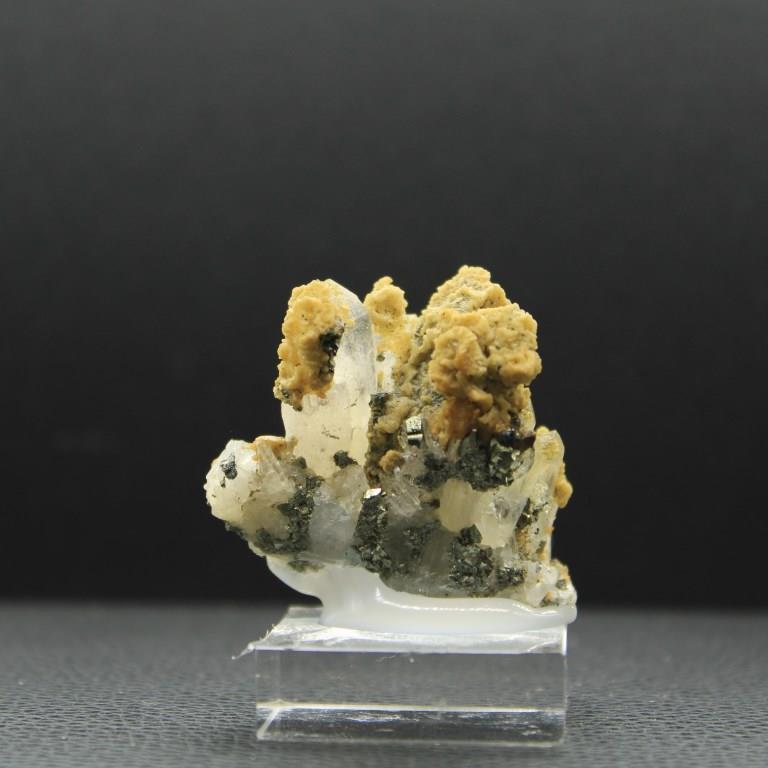 Quartz pyrite h76 1